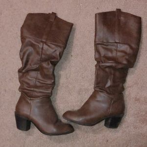 61/2 boots fake leather